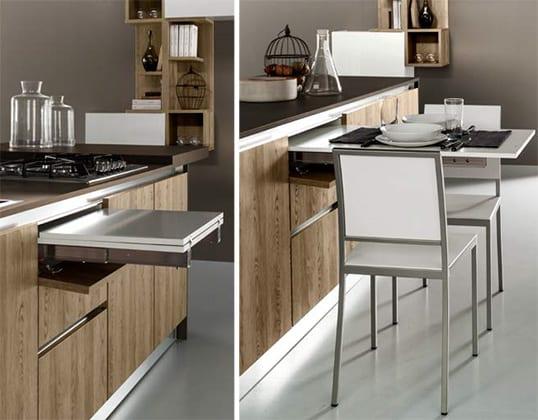La casa contemporanea presenta: un\'isola in cucina. Connubio ...